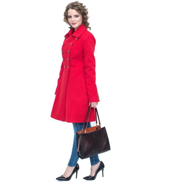 Palton rosu cu butoni